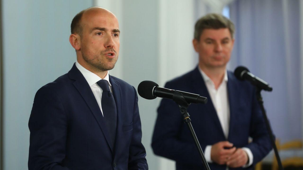 Borys Budka i Jan Grabiec (fot.  PAP/Rafał Guz)