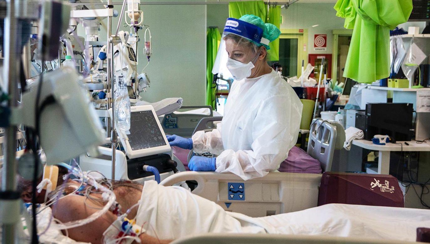 Francuski rząd nie wyklucza z kolei powrotu pandemii (fot. Emanuele Cremaschi/Getty Images)