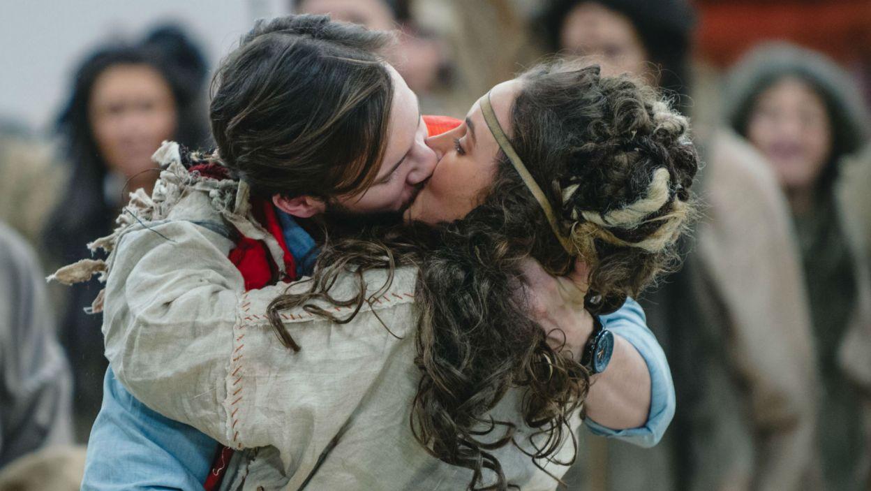 We wszystkim nie pomaga także rodzące się uczucie do córki Wodza (fot. Natasza Młudzik)