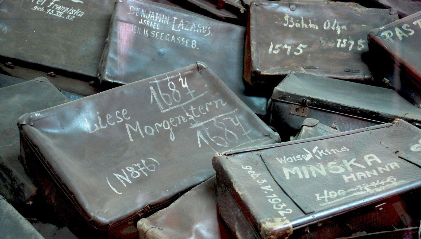 """Z raportu CBOS wynika, że pamięci o Auschwitz """"przypisywane jest znaczenie uniwersalne – ponadpokoleniowe, niezależne od narodowości"""" (fot. PAP/EPA/PAWEL SAWICKI / www.auschwitz.org)"""