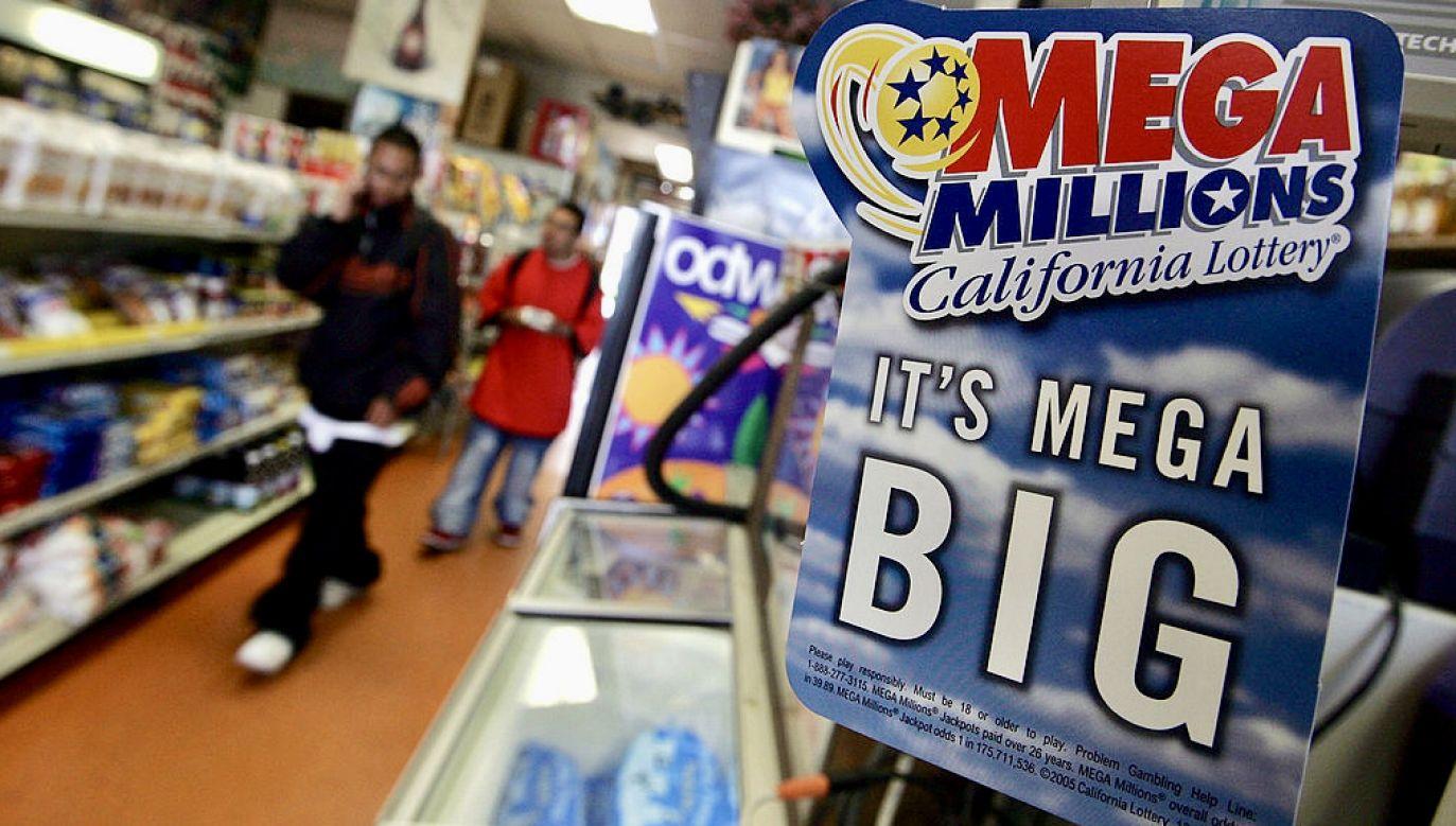 Kobieta twierdzi, że zniszczyła w praniu kupon wygrywający 26 mln dolarów na loterii (fot. J.Sullivan/Getty Images)