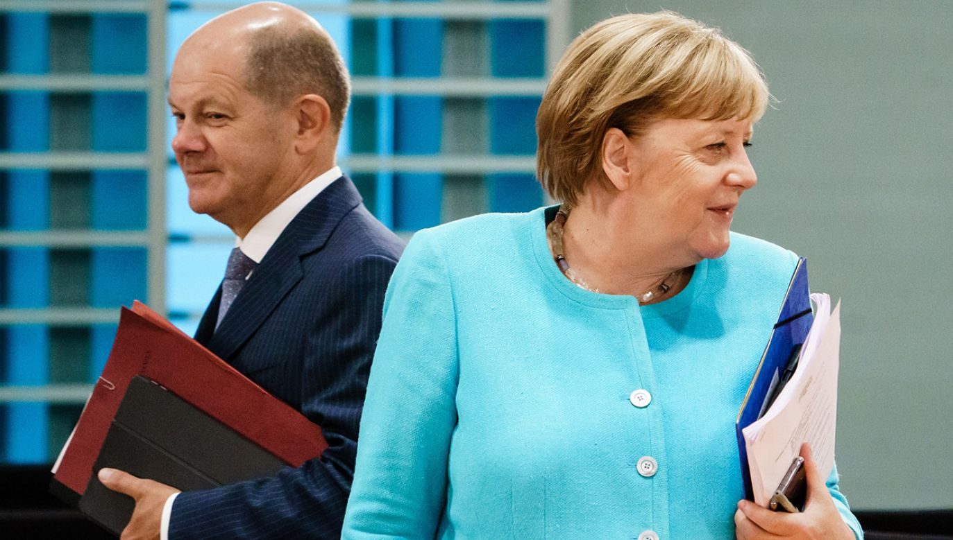 Angela Merkel i Olaf Scholz (fot. Clemens Bilan Pool/Getty Images)