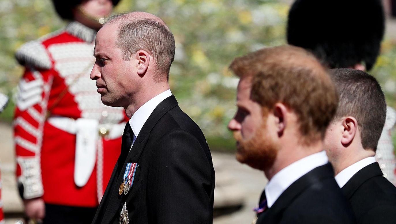 W kondukcie pogrzebowym szli w znacznym oddaleniu od siebie (fot. Gareth Fuller/WPA Pool/Getty Images)