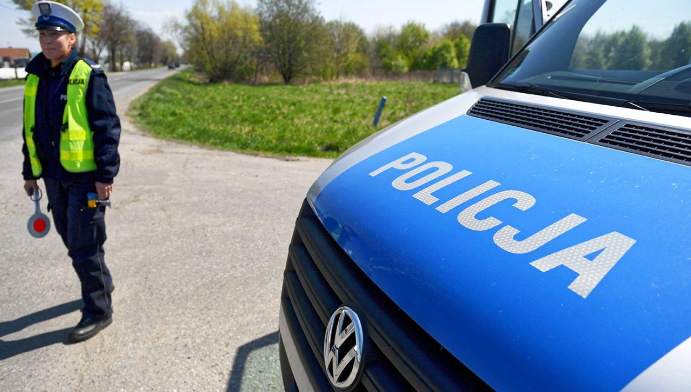 W ramach działań na drogi  wyjedzie około 5 tys. policjantów ruchu drogowego (fot. arch.PAP/Darek Delmanowicz)