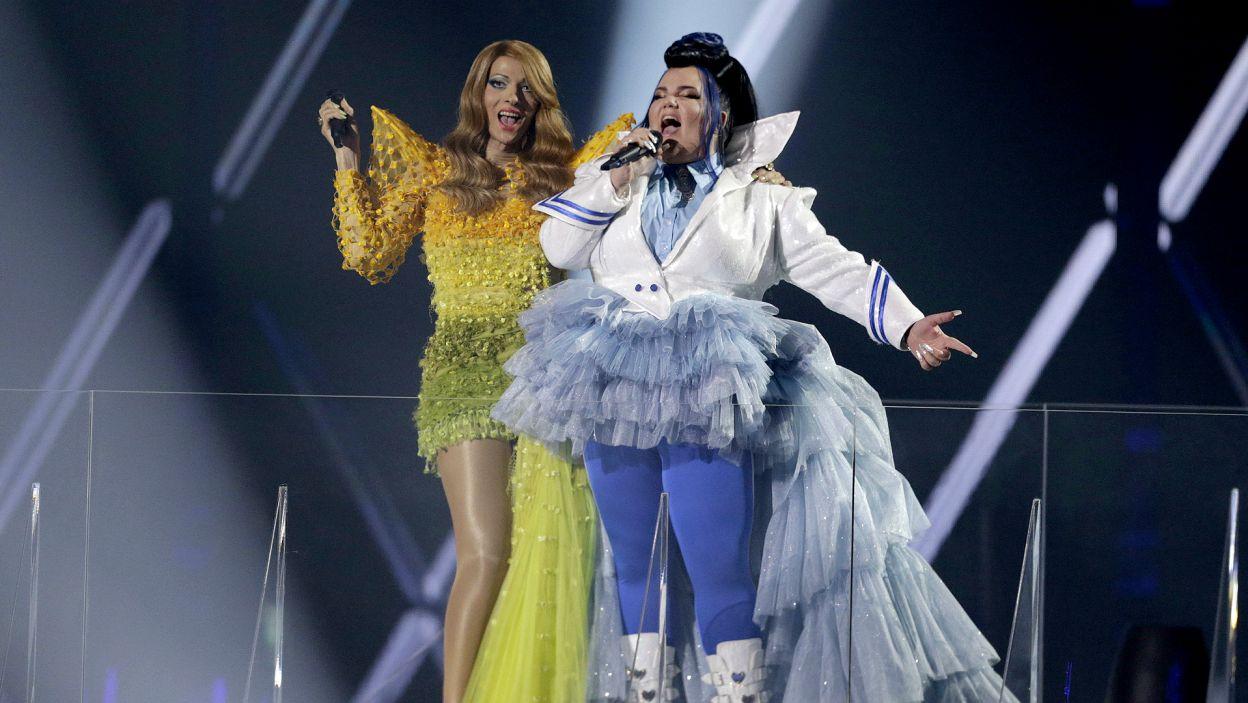 """Finał otworzyła właśnie ona, zwyciężczyni ubiegłorocznej Eurowizji. Nettcie towarzyszyła Dana International, triumfatorka roku 1998, której piosenka """"Diva"""", stała się eurowizyjną legendą (fot. PAP)"""