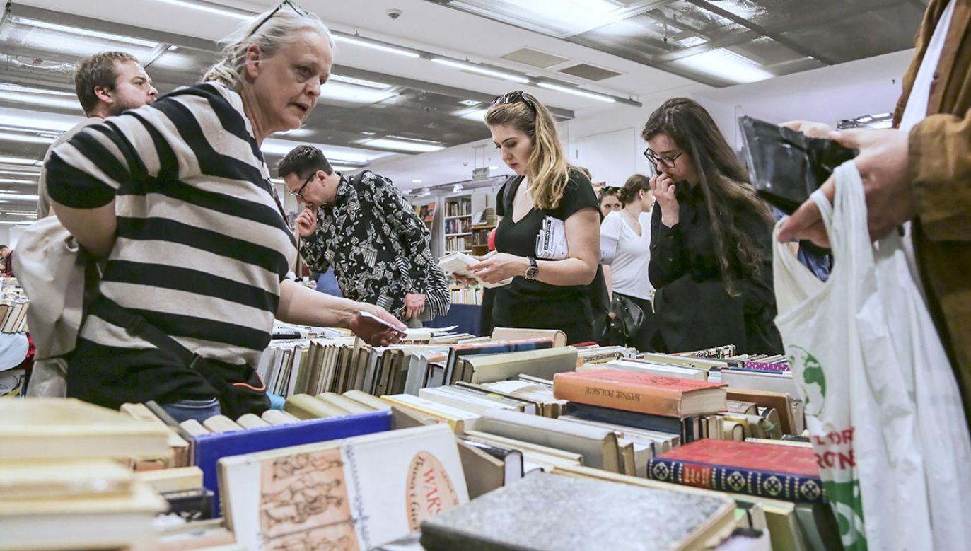 Nie powinniśmy kupować książek tylko w supermarketach, ale powinny się utrzymać księgarnie. Nie mają one wsparcia samorządów – wskazywała minister Gawin (fot. arch.PAP/Wojciech Olkuśnik)