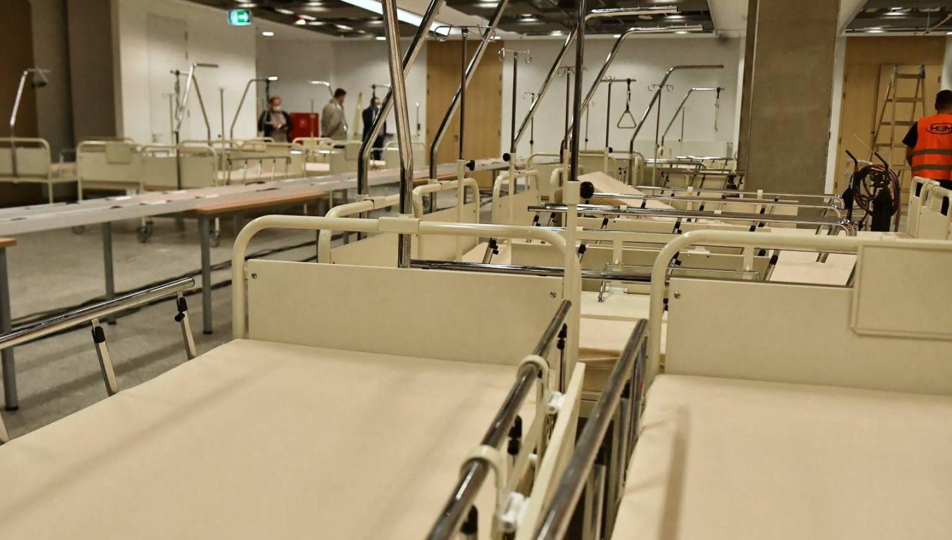 W szpitalu na PGE Narodowym na razie będzie 300 miejsc (fot. PAP/Andrzej Lange)