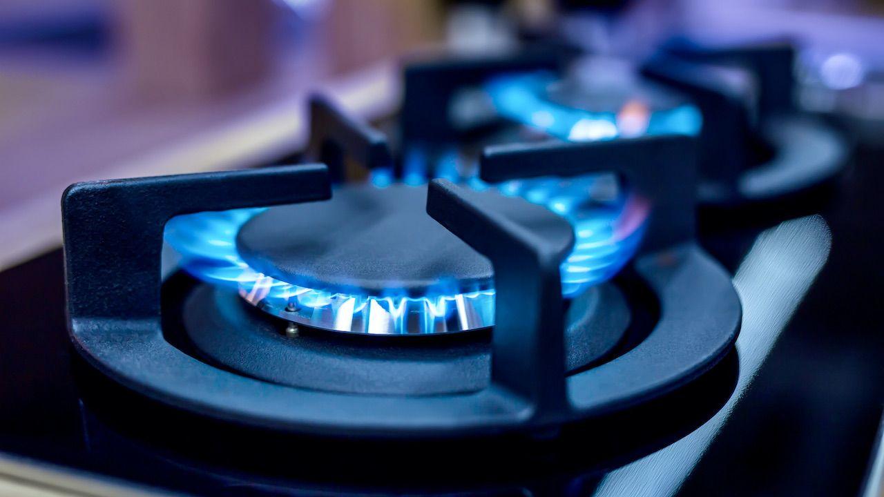 Zgodnie z ustawą, ceny gazu dla gospodarstw domowych zostaną uwolnione od 2024 r. (fot. Shutterstock/Marian Weyo)