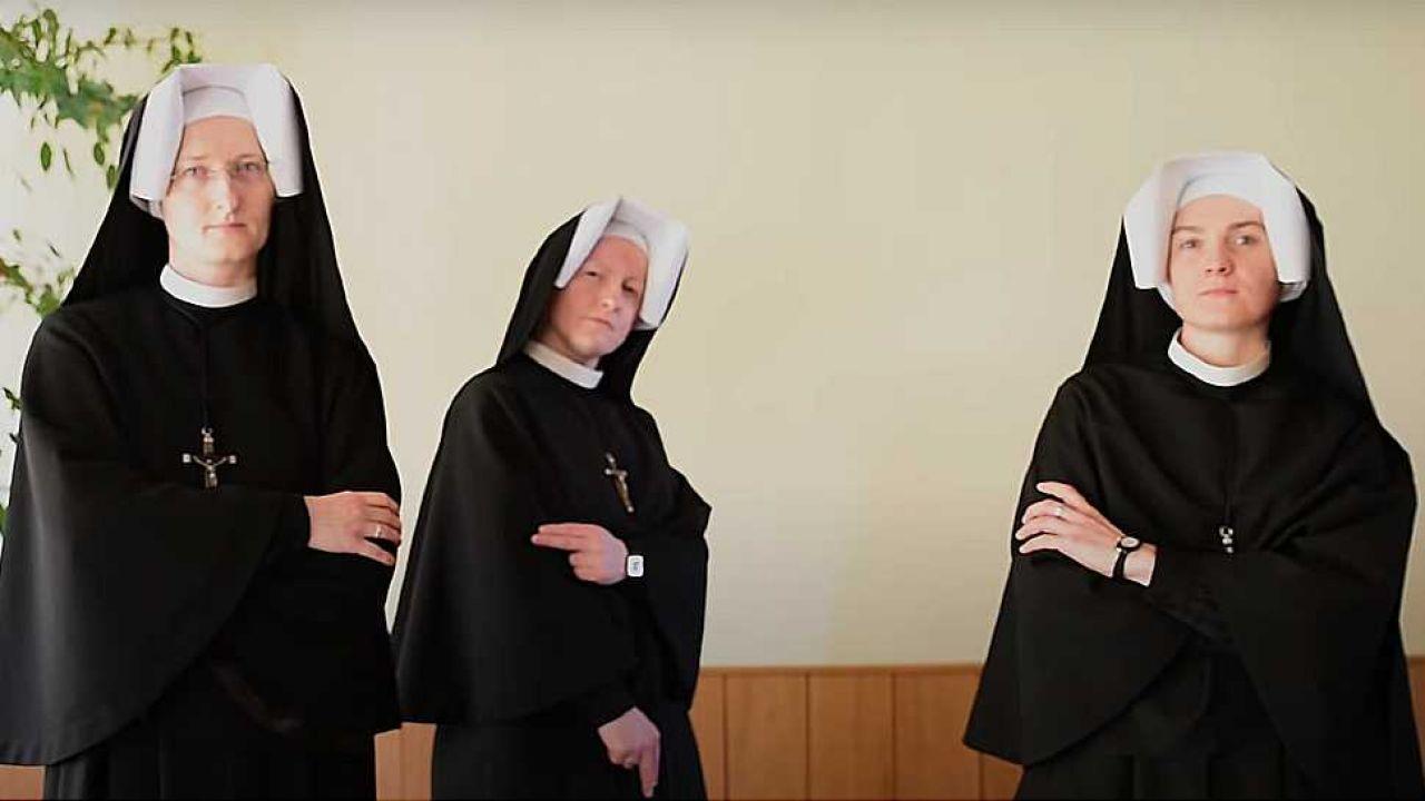 Zakonnice poradziły sobie z zadaniem śpiewająco (fot. YT/Faustyna 2016)