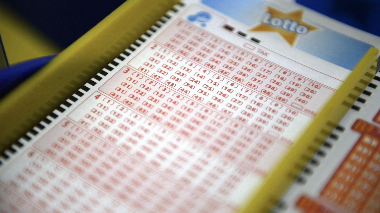 Wyniki Lotto w sobotę 12 czerwca 2021 (fot. arch.PAP/Darek Delmanowicz)