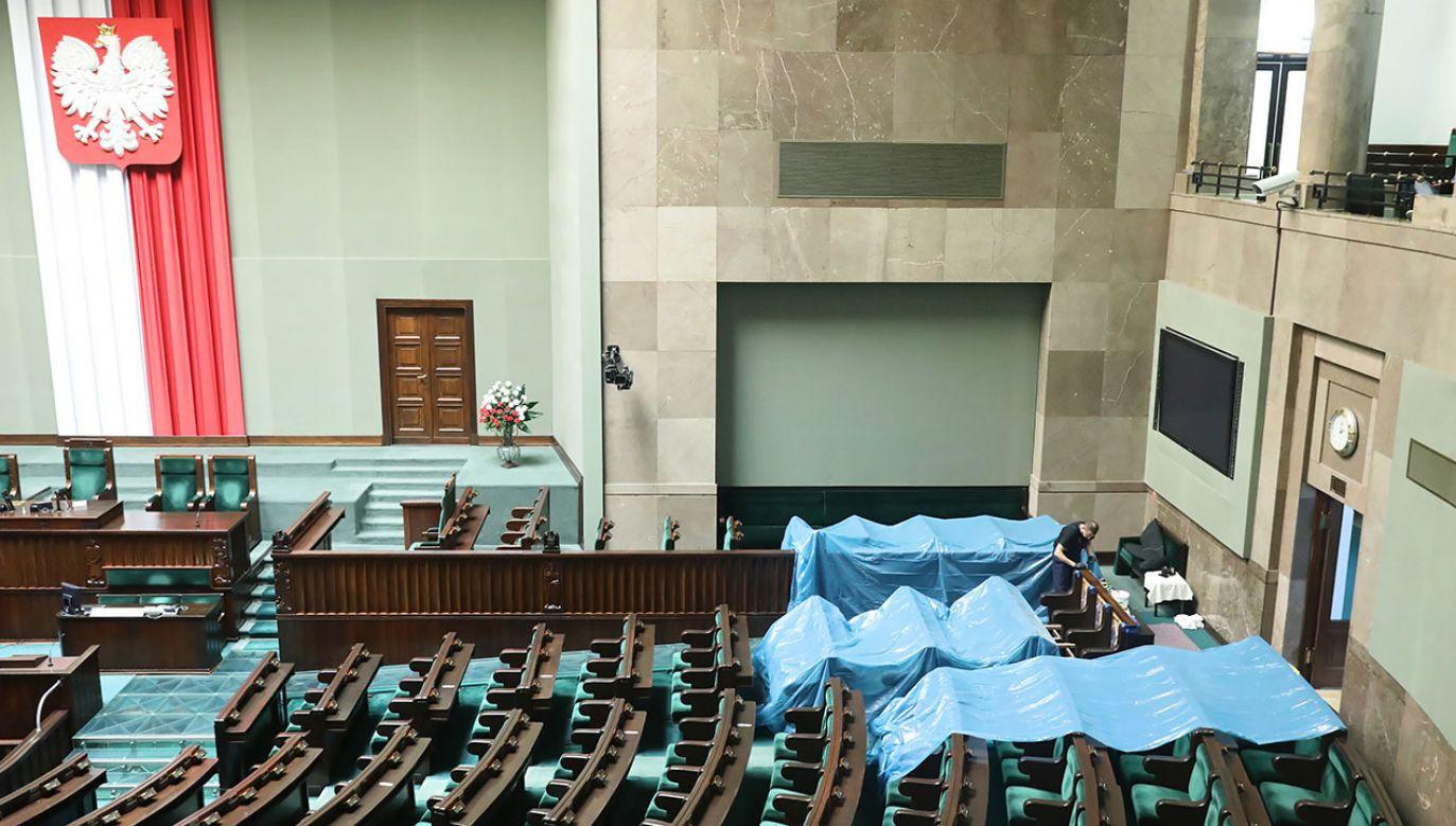 Badanie Instytutu Pollster (fot. PAP/Tomasz Gzell)