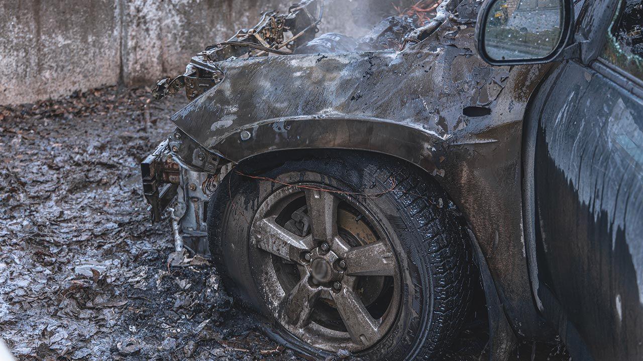 Do eksplozji doszło wewnątrz pojazdu albo obok niego (fot. Shutterstock/ Autor: deniska_ua, zdjęcie ilustracyjne)