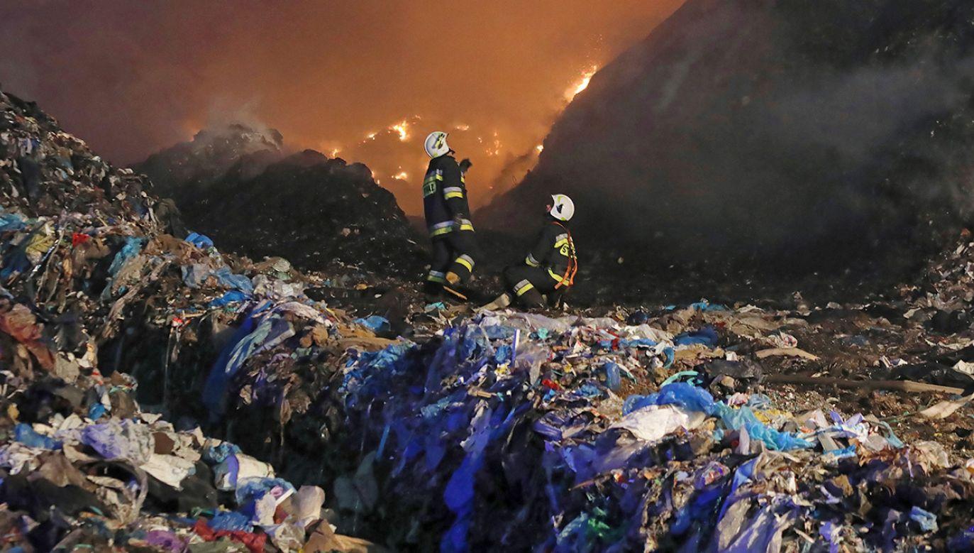 To kolejny w krótkim czasie pożar tego składowiska (fot. arch.PAP/Artur Reszko, zdjęcie ilustracyjne)