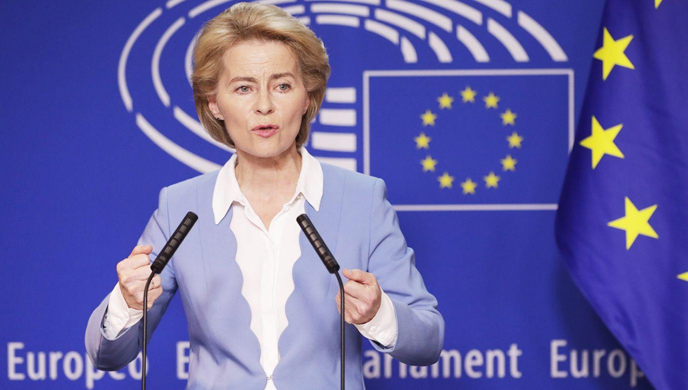 """Ursula von der Leyen chce zapewnić pracownikom UE """"sprawiedliwą płacę minimalną"""" (fot. PAP/EPA/OLIVIER HOSLET)"""