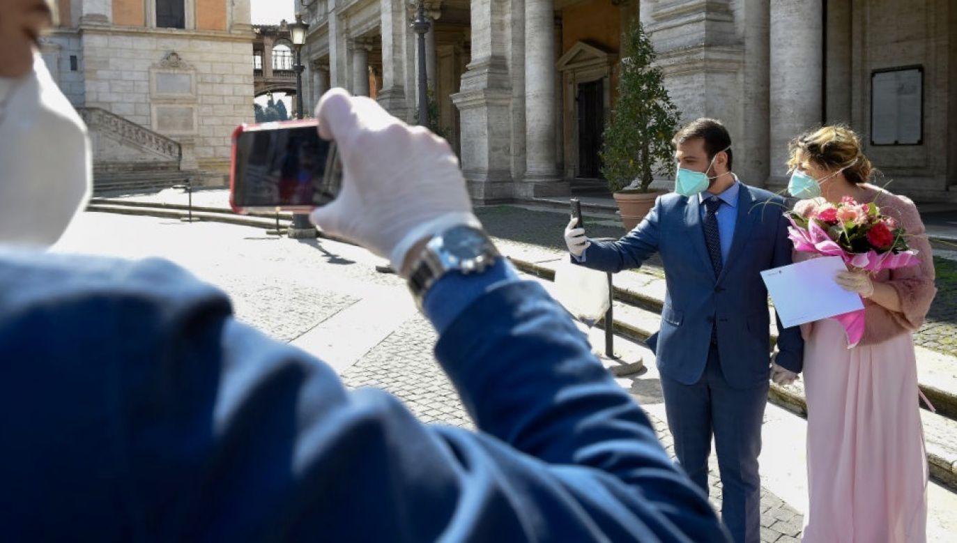 Jedną z rządowych propozycji rozwiązania kryzysu branży ślubnej jest specjalny bon, który umożliwi przełożenie uroczystości na przyszły rok (fot. Nicolò Campo/LightRocket via Getty Images)