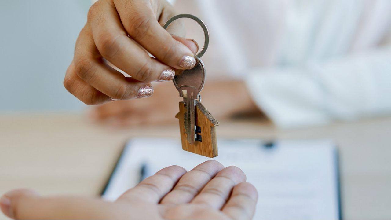 Premier  przedstawił rozwiązanie skierowane do osób, które chcą kupić mieszkanie, ale ich na to nie stać (fot. Shutterstock/ Pormezz)