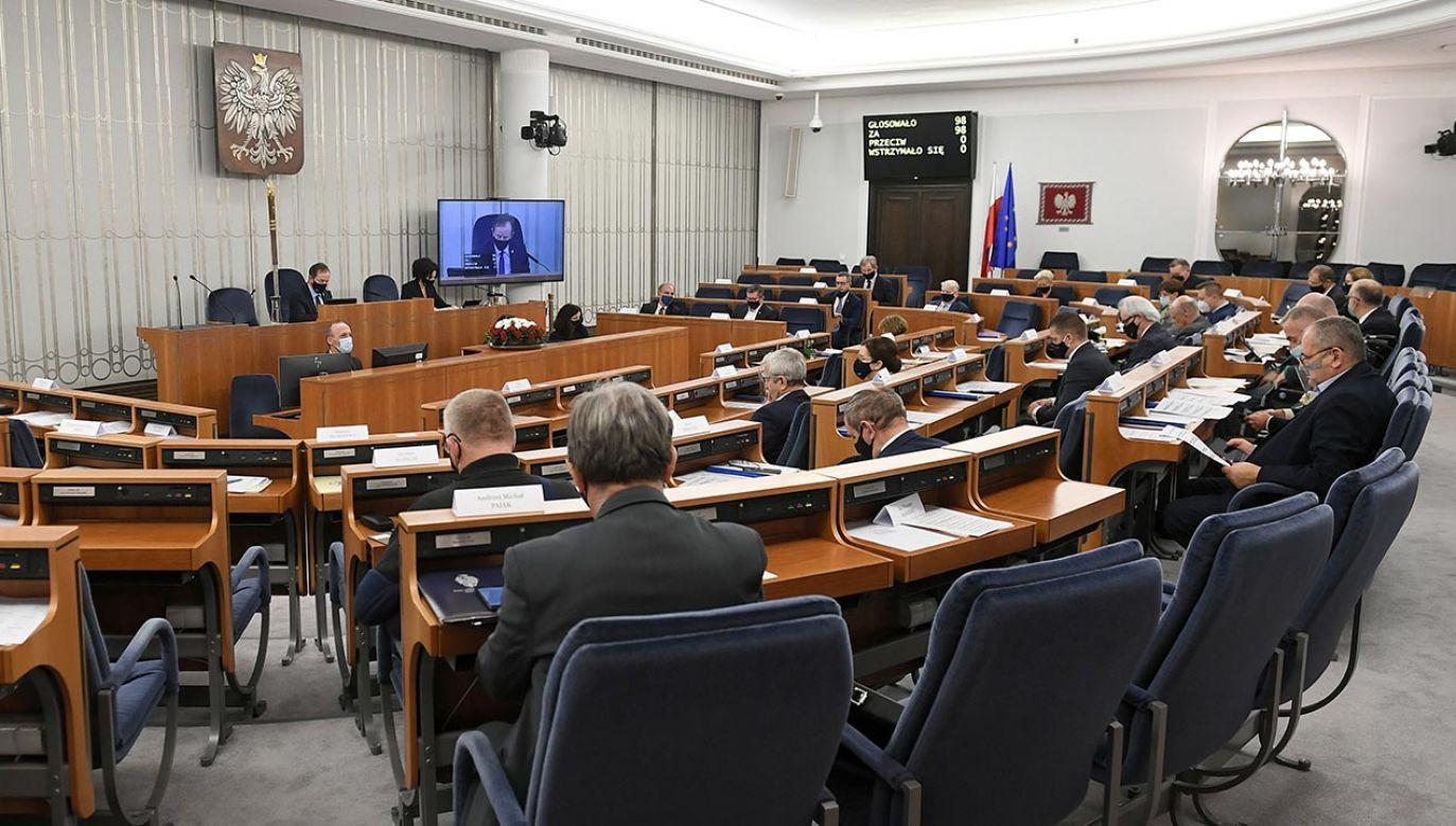 Kolejne napięcia w koalicji senackiej (fot. PAP/Marcin Obara)