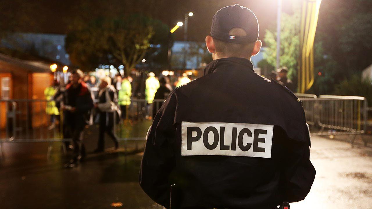 """""""Brudny syn białego, syn węża, syn policji"""" (fot.  Romain Perrocheau/Getty Images)"""
