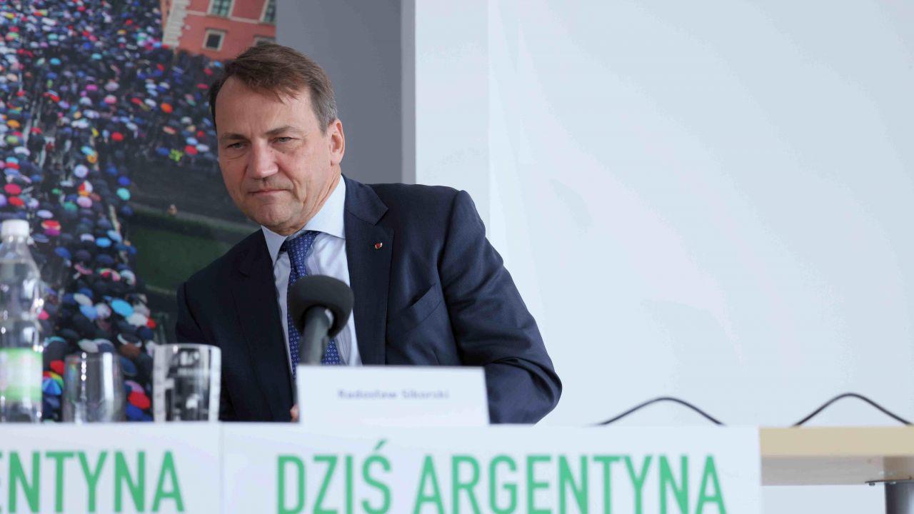 Radosław Sikorski wścieka się na polską prawicę za żądania reparacji wojennych od Niemiec (fot. PAP/Leszek Szymański)