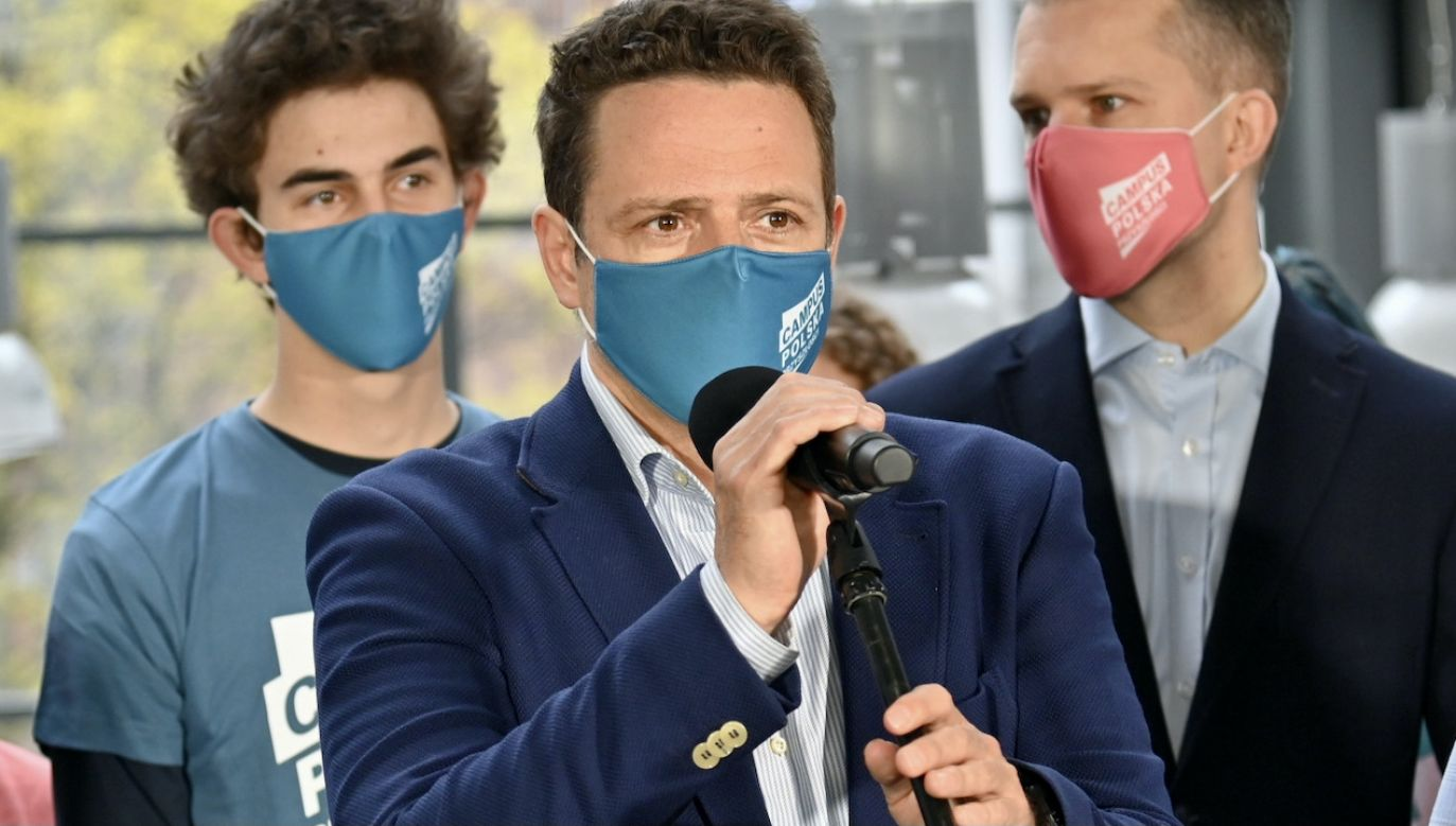 Kupowaliśmy wyposażenie, respiratory – wyliczał Rafał Trzaskowski (fot. PAP/Marcin Bielecki)