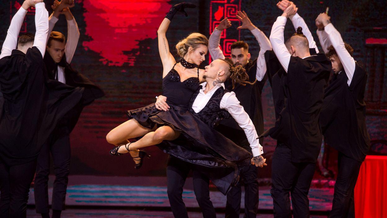 """Duet Fit Lovers, czyli Pamela Stefanowicz i Mateusz Janusz, zatańczył do takich piosenek jak """"Parachute"""", """"Échame La Culpa"""" czy """"Slave To The Music"""" (fot. TVP)"""