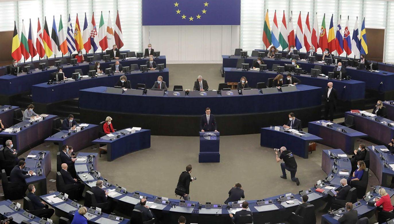 Mateusz Morawiecki podczas debaty w Parlamencie Europejskim (fot. PAP/Albert Zawada)