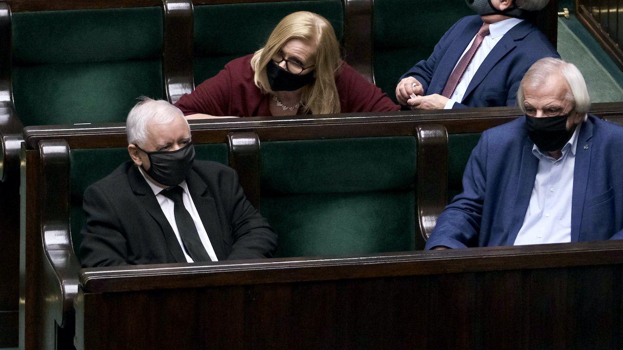 Partia Jarosława Kaczyńskiego liderem sondażu (fot. arch.PAP/Mateusz Marek)