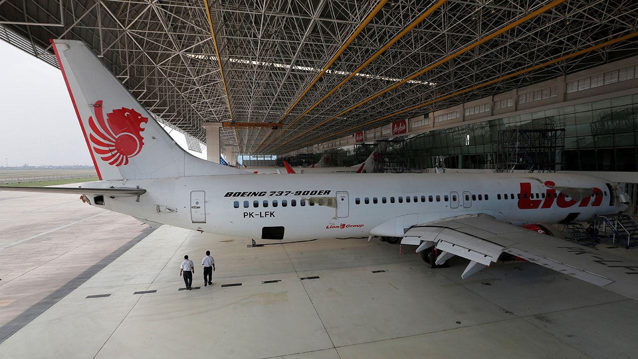 Samolot Lion Air w hangarze naprawczym AeroAsia (fot. REUTERS/Beawiharta)
