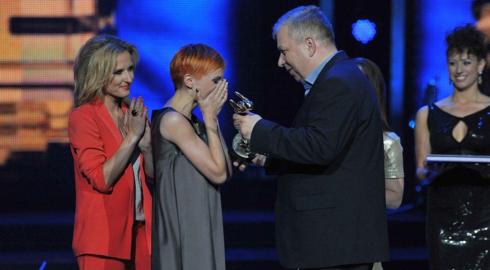 ...a kolejne single przyniosły jej wiele nagród, m.in SuperJedynkę za przebój roku, czy statuetkę SupeGwiazdy (fot. TVP)