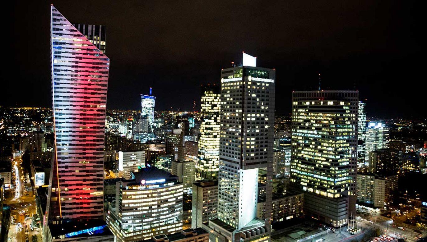 """""""Kraj, w którym narodowo-konserwatywny, krytyczny wobec Brukseli rząd może liczyć w październiku na przedłużenie kadencji, wyróżnia się oczekiwanym wzrostem PKB na poziomie 4,6 procent"""" – pisze dziennik z Duesseldorfu (fot. Shutterstock/Nataliia Gr)"""