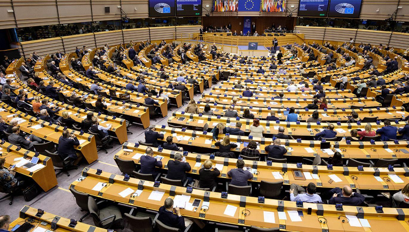 """PE obawia się, że projekt miałby """"blokujący wpływ na edukatorów"""