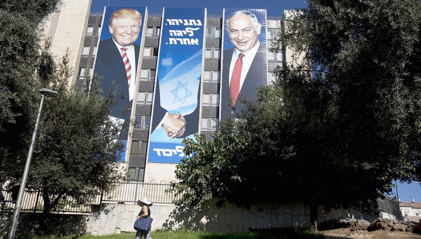 Politico podkreśla, że Izrael stał się w sprawie podsłuchów głównym podejrzanym, mimo że Trumpa i Netanjahu łączą bardzo dobre relacje (fot. PAP/EPA/ABIR SULTAN)
