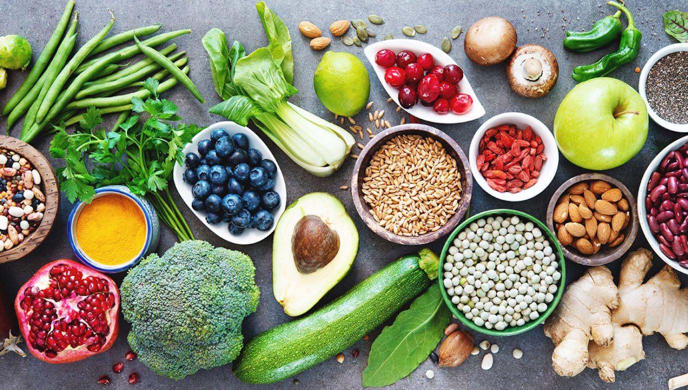Fitochemikalia występują m.in. w kurkumie, owocach granatu i herbacie rumiankowej (fot. Shutterstock/Alexander Raths)