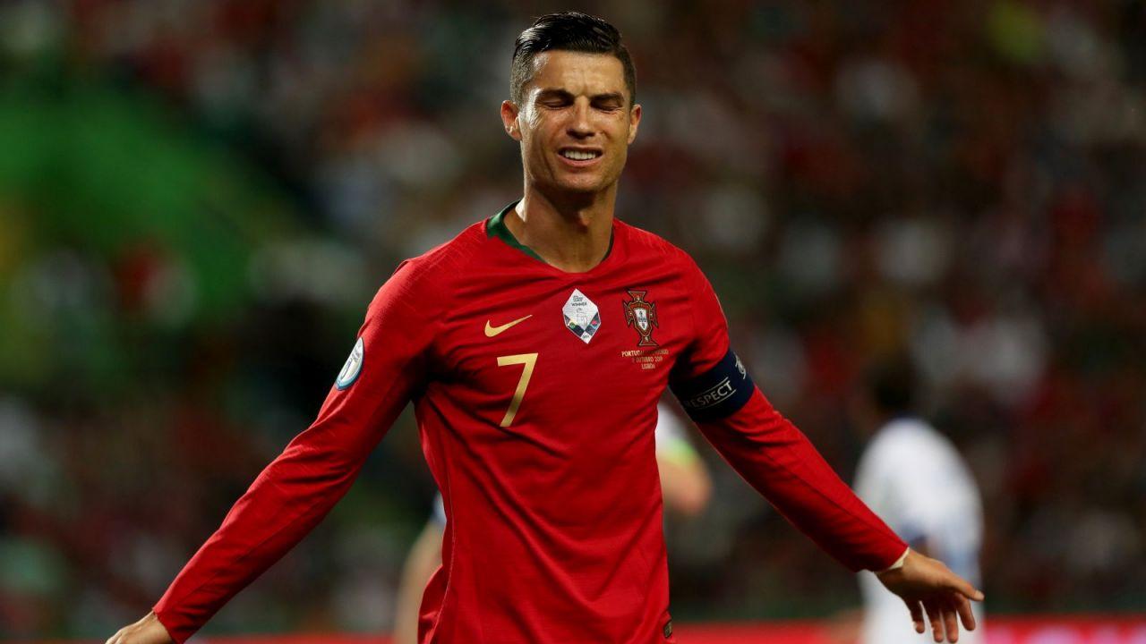 """Koronawirus nie istnieje? """"Cristiano Ronaldo jest wysłannikiem Boga"""" (sport.tvp.pl)"""