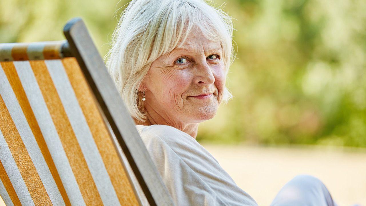 Wiek emerytalny to 60 lat dla kobiet i 65 lat dla mężczyzn (fot. Shutterstock/Robert Kneschke)