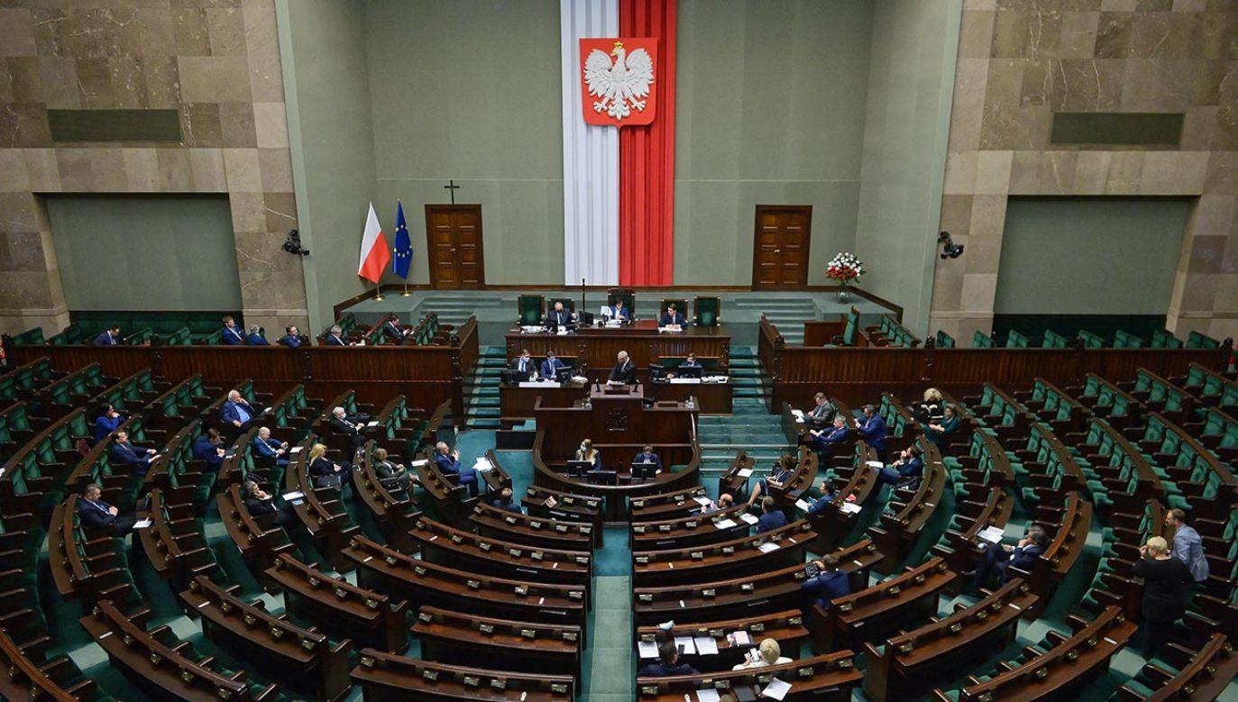 Oznacza to, że partia rządząca może mieć problem z samodzielną większością w Sejmie (fot.  PAP/Marcin Obara)