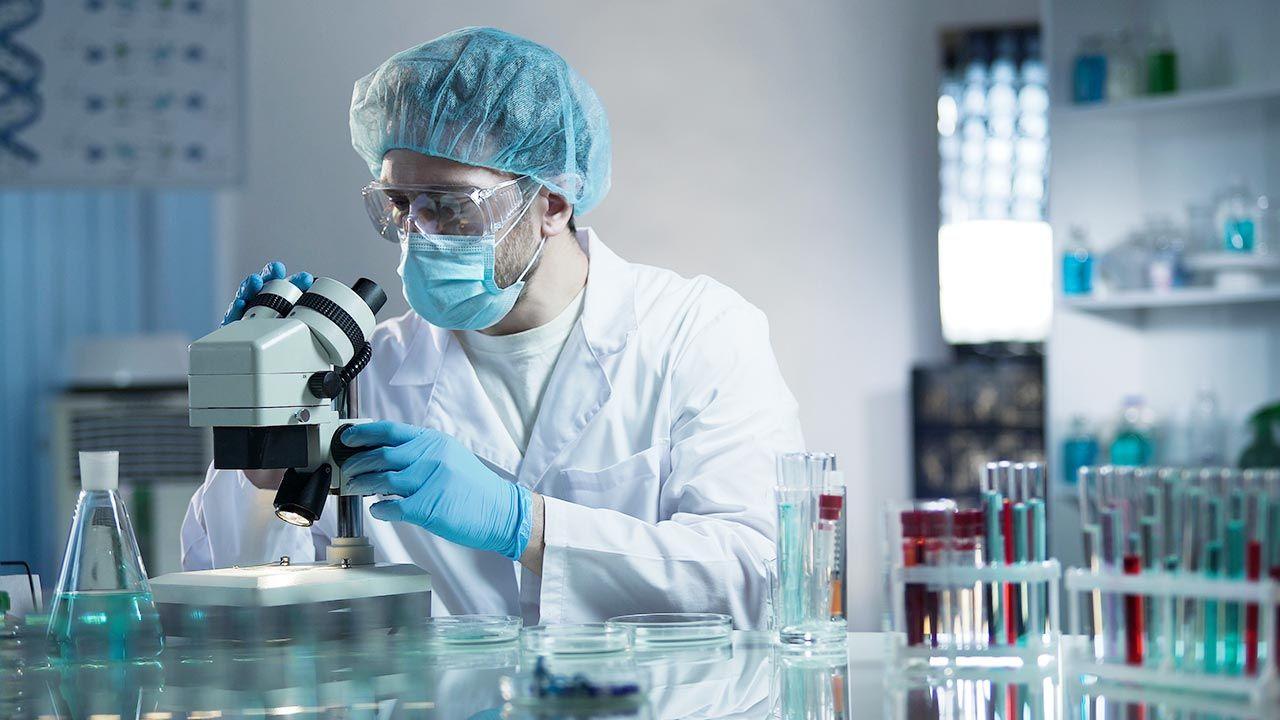 W Rosji ruszą badania nad nową szczepionką przeciwko COVID-19 (fot. Shutterstock)