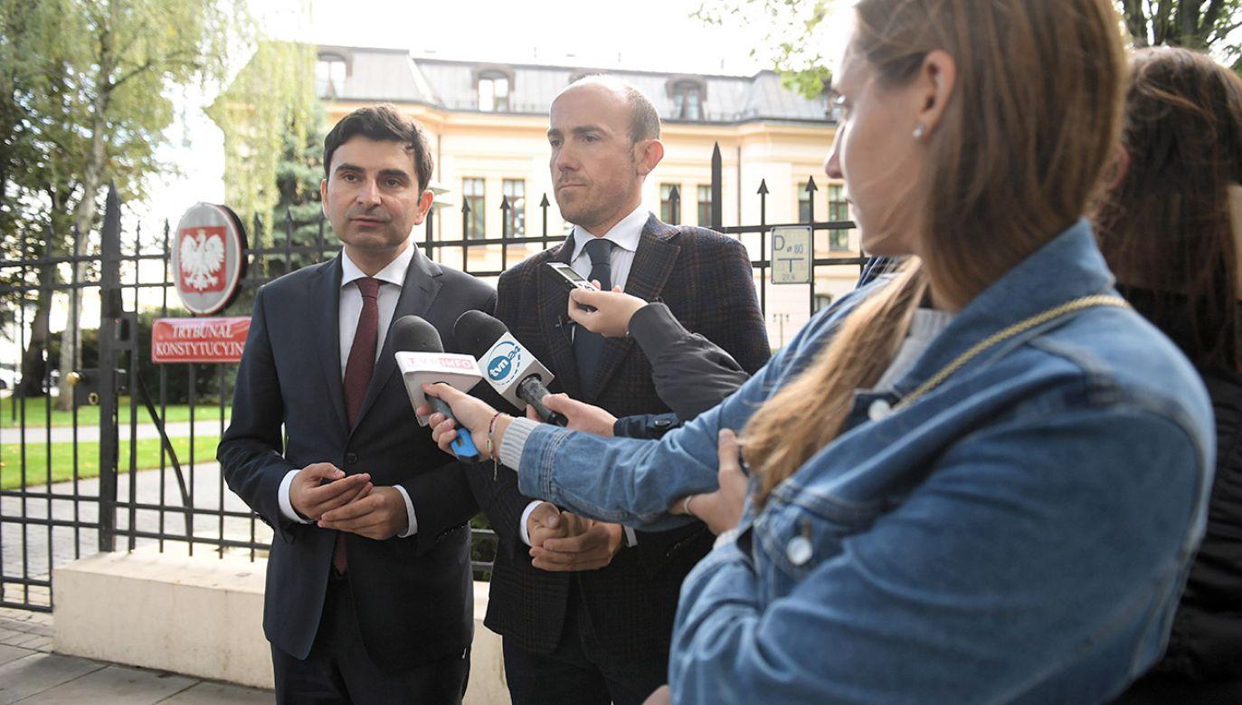 """Budka uważa, że Trybunał wyznaczył """"sędziów-dublerów"""" (fot. PAP/Radek Pietruszka)"""