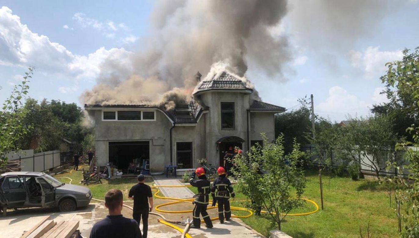 Samolot spadł na dom, wzniecając pożar (fot. www.dsns.gov.ua)