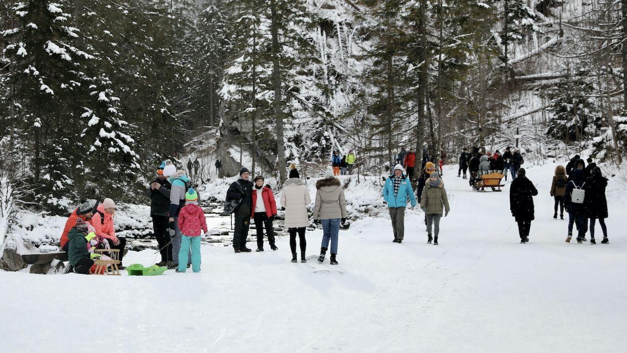 Nierozważni turyści narażają siebie i innych (fot. PAP/G.Momot)