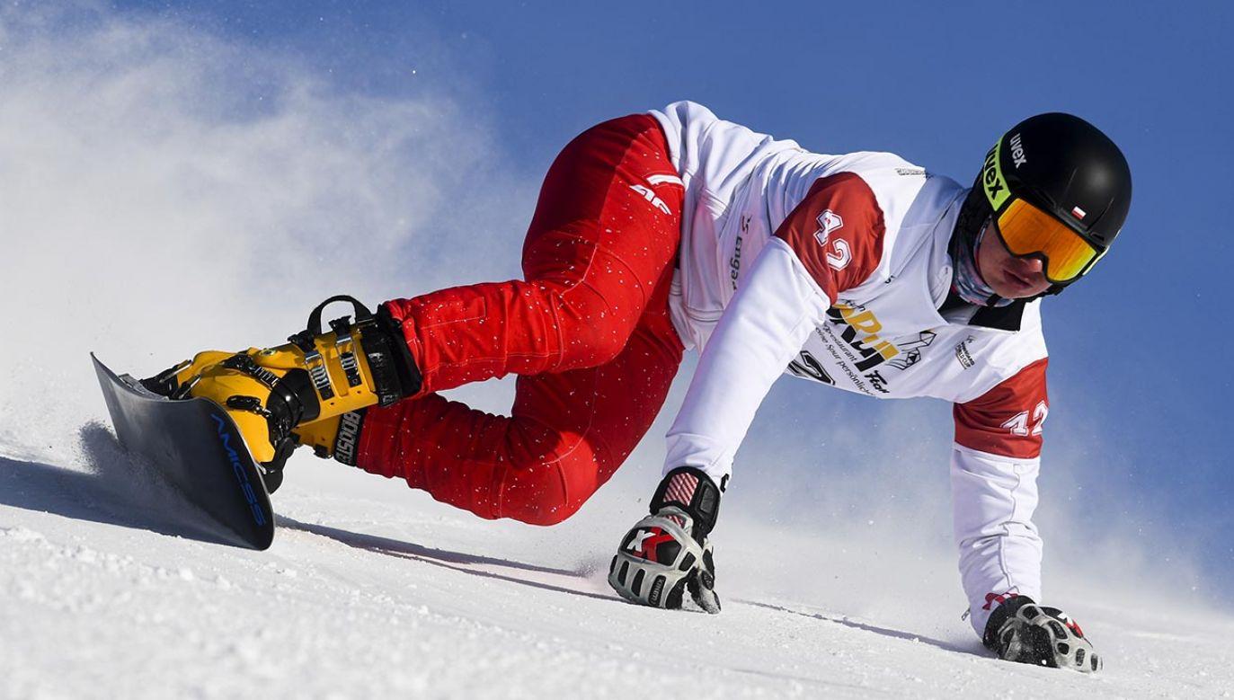 Michał Nowaczyk zajął drugie miejsce w slalomie gigancie równoległym w szwajcarskim Scuol (fot.PAP/EPA/GIAN EHRENZELLER)
