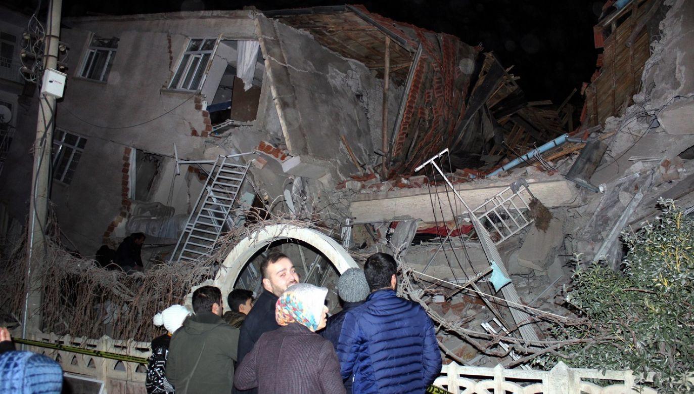 Trzęsienie ziemi o magnitudzie 6,9 nawiedziło w piątek wieczorem prowincję Elazig  (fot. PAP/EPA/STR)