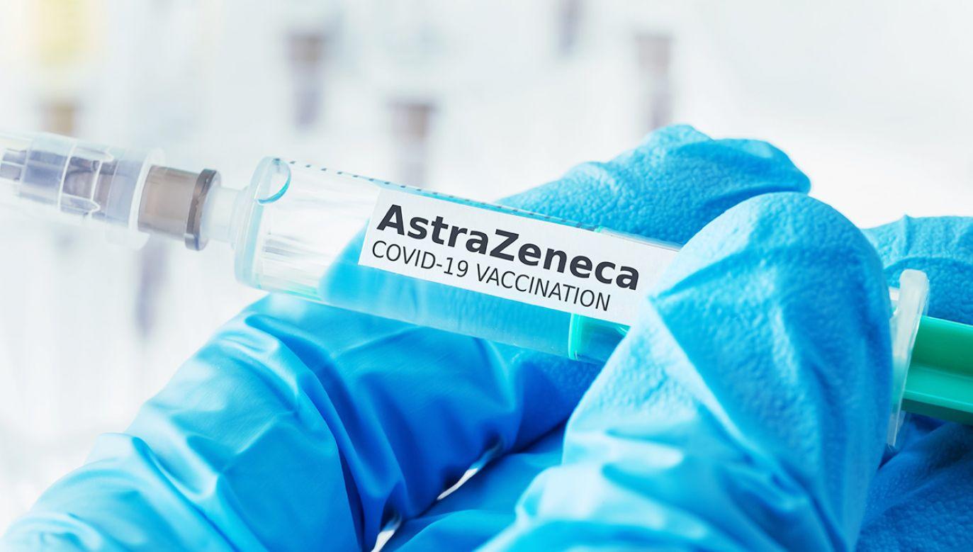 """BASG podał, że nie ma obecnie """"dowodów na związek przyczynowy ze szczepionką"""" (fot. Shutterstock/Tobias Arhelger)"""