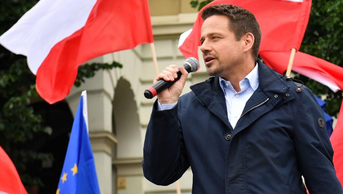 Internauci podejrzewają motywację polityczną (fot. PAP/Marcin Bielecki)