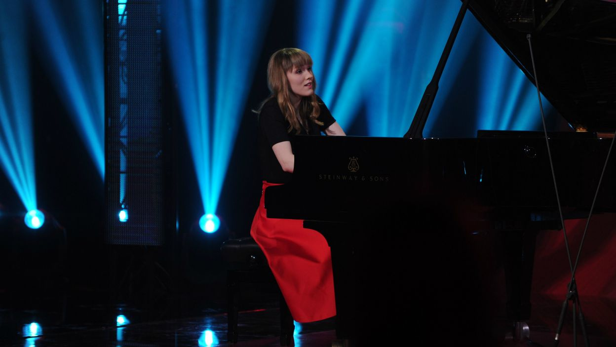 """Joanna Goranko zagrała utwór fortepianowy Claude'a Debussy'ego, który mawiał """"prawdziwa muzyka, zaczyna się tam, gdzie kończą się słowa"""". Jurorom również zabrakło słów po wykonaniu Joanny (fot. N. Młudzik/TVP)"""