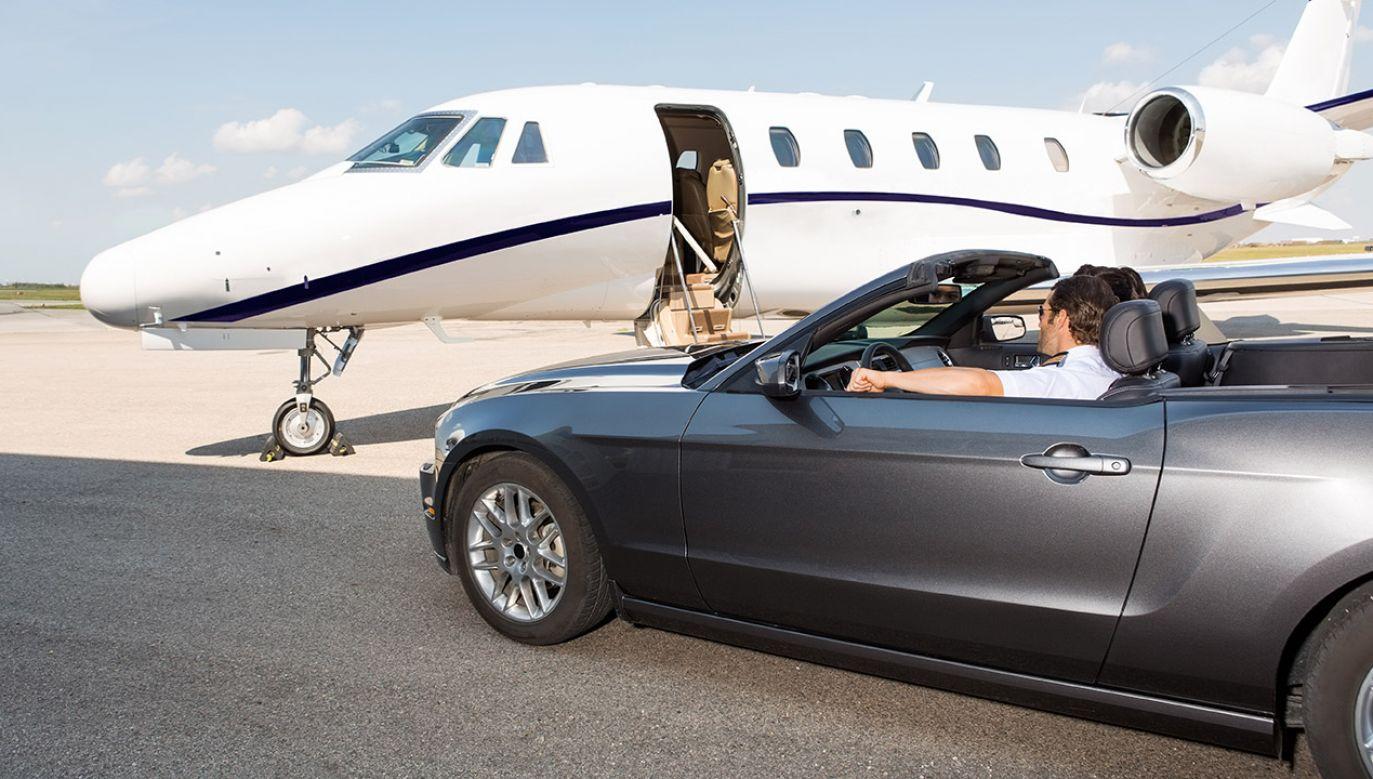 Liczba osób dobrze zarabiających – powyżej 7,1 tys. brutto – wzrosła do 1,4 mln.(fot. Shutterstock/Tyler Olson)