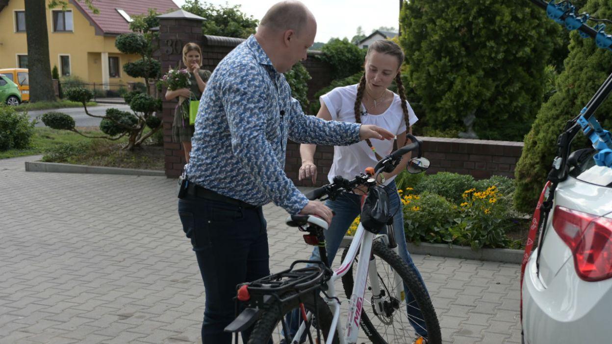 Ewa przywiozła ze sobą rower. Czy to znaczy, że Jakuba czeka kilka mocno sportowych dni? (fot. TVP)