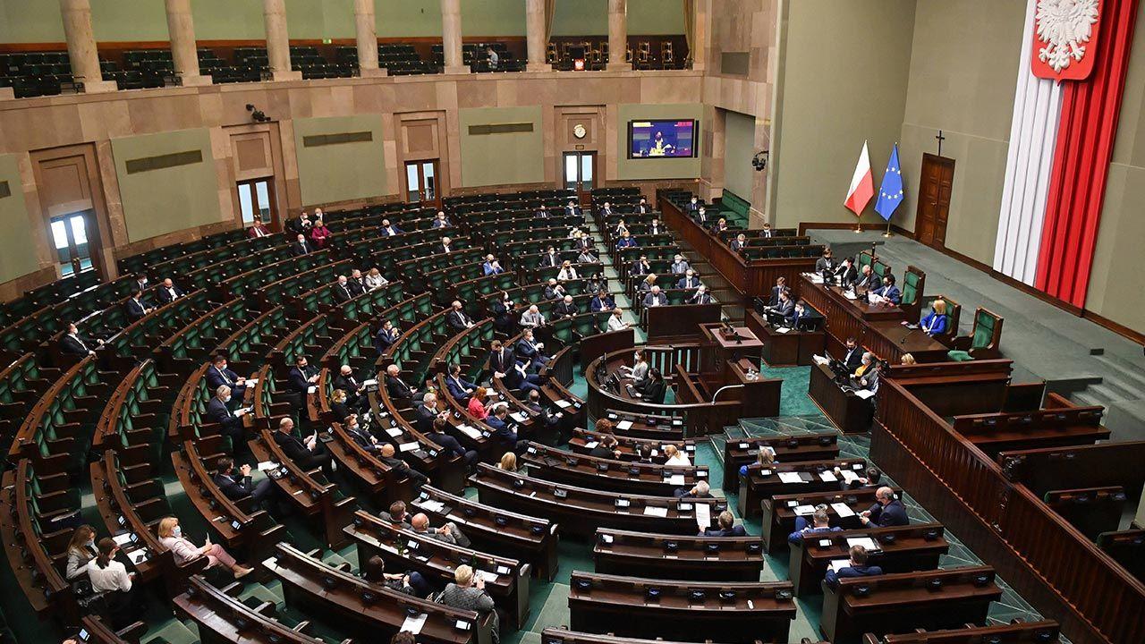 Jakie poparcie mają poszczególne partie? (fot.  PAP/Radek Pietruszka)