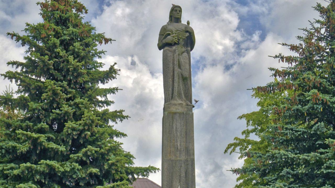 Pomnik Zwycięstwa (Pomnik Wdzięczności), od lat 80. nosi nazwę Pomnika Matki Polki (fot. arch. PAP/Jerzy Ochoński)
