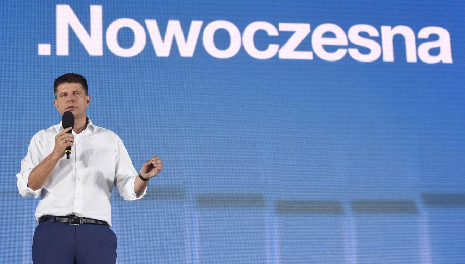 Ryszard Petru, lider .Nowoczesnej, podczas konwencji wyborczej w Warszawie (fot. PAP/Radek Pietruszka)
